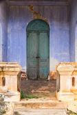 Greeh деревянная дверь обратно в дом — Стоковое фото