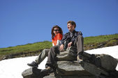 Couple of tourists in mountains — Stock Photo