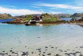 Isola con il villaggio di pescatori al centro del fiordo, magerøya — Foto Stock