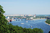 River with bridges, islands and ships in the centre of Kyiv — Stock Photo