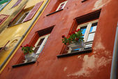 Multicolored walls of old-fashioned houses, Nice — Stock Photo