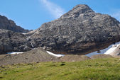 Mountain Taillon with waterfall, moraines and glaciers in summer. — Stock Photo