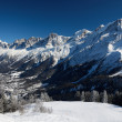 Sunlit valley of Chamonix in winter — Stock Photo