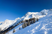 Snow hill with skiing pistes — Stockfoto