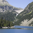 Lake and dam in the summer Pyrenees — Stock Photo