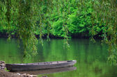 Wooden boat near the shore of the lake — 图库照片