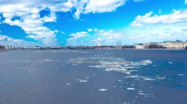 Ice drift on the river Neva. St. Petersburg. Russia — Stok video