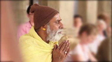 пожилые индийский святой в ранакпуре. раджастхан. индия — Стоковое видео