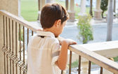 Little boy standing alone at balcony — Foto Stock