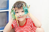 Little boy playing water color — Stockfoto