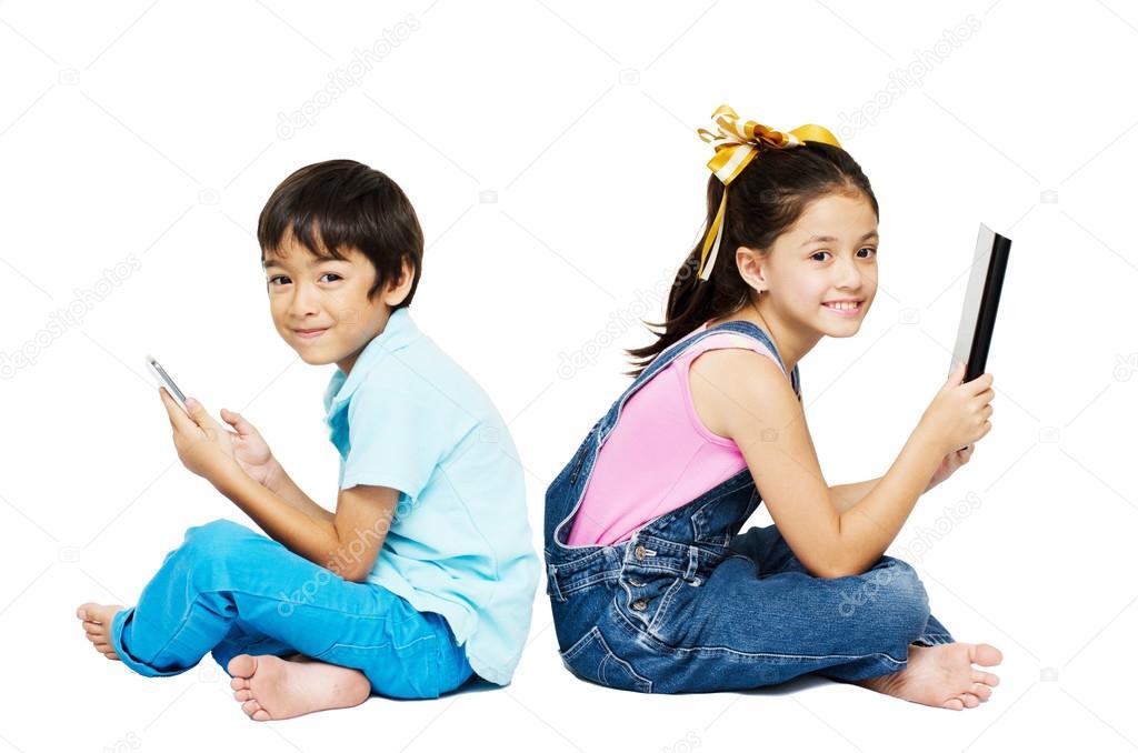Девочка играется с самотыком скачать на телефон фото 179-570