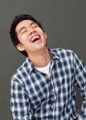 Ritratto di giovane uomo ridere faccia felice — Foto Stock