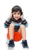 Petit garçon écoute la musique avec casque — Photo