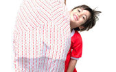 Little boy is hiding behide his mother — Stock Photo