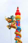 Dragon statue on cloudy day — 图库照片