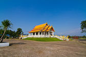 Thai temple and blue sky — Stock Photo