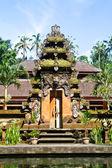巴厘岛庙门-普拉泉水 empul — 图库照片