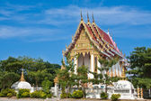 Thai temple against blue sky — Stock Photo