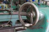 Hand wheel of lathe machine in the workshop — Foto Stock