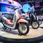 Honda Scoopy-i motorbike on display at The 35th Bangkok International Motor Show — Stock Photo