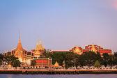 Wat pra kaew and Grand palace in evening light — Stock Photo