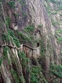 The pathway over the precipice Huang Shan — Stock Photo
