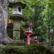 Stone and wooden lanterns near Kasuga Taisha shrine  in Nara, — Stock Photo