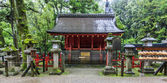 Traditional shinto architecture at Fushimi Inari shrine in Kyoto — Foto de Stock