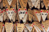 Fox shaped praying cards at Fushimi Inari shrine in Kyoto — Stock Photo