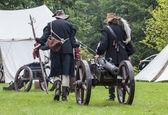 History fans dressed as 17th century mercenary move historical c — Foto de Stock