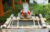 Purification ladles and a dragon statue in a shinto shrine in Ja — Foto Stock