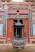 Ornamental beautifully decorated entrance to a taoist temple, Ch — Stock Photo