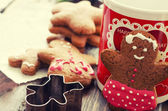 Gingerbread man Christmas coockies and decoration — Stock Photo