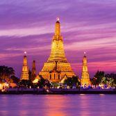 Wat Arun historical park and Chawpraya river — Stock Photo