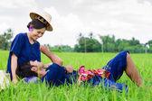 カップルの農家水田農家スーツで — ストック写真
