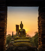 Buddha and pagoda after sunset — Stock Photo