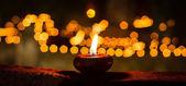 一支蜡烛火焰在夜晚特写 — 图库照片