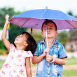 A smiling boy and a little girl in the park — Stockfoto