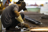 Elektrické kolo broušení na ocelové konstrukce — Stock fotografie