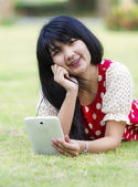 Young woman using her tablet pc — Stock Photo