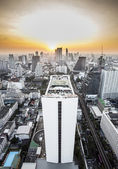 Bangkok skyline with urban skyscrapers at sunset. — Stock fotografie