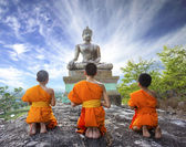 Novice Monk praying to the Buddha — Stock Photo