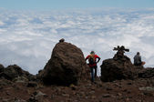 Trekkers gazing over the clouds — Stock Photo