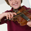 Boy playing violin — ストック写真