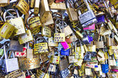 Locks inscribed with the names of lovers — Stock Photo
