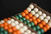 Armband van multi-gekleurde houten kralen — Stockfoto