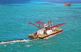 Miami port - vatten rengöring pråm — Stockfoto
