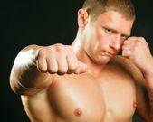 黒の背景にボクサーの肖像画 — ストック写真