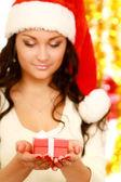 Donna con regalo — Foto Stock