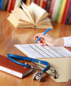 крупный план написания руки врача — Стоковое фото